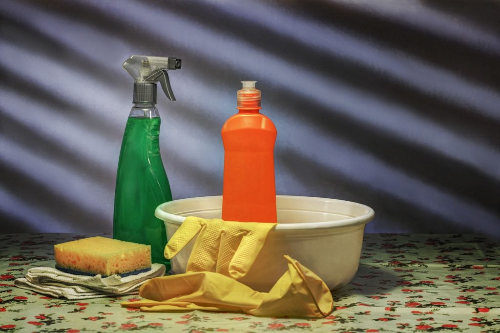 bathroom cleaning supplies